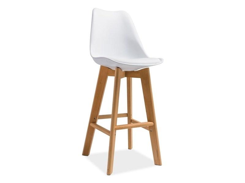 Stylowe krzesła hokery w domowej kuchni